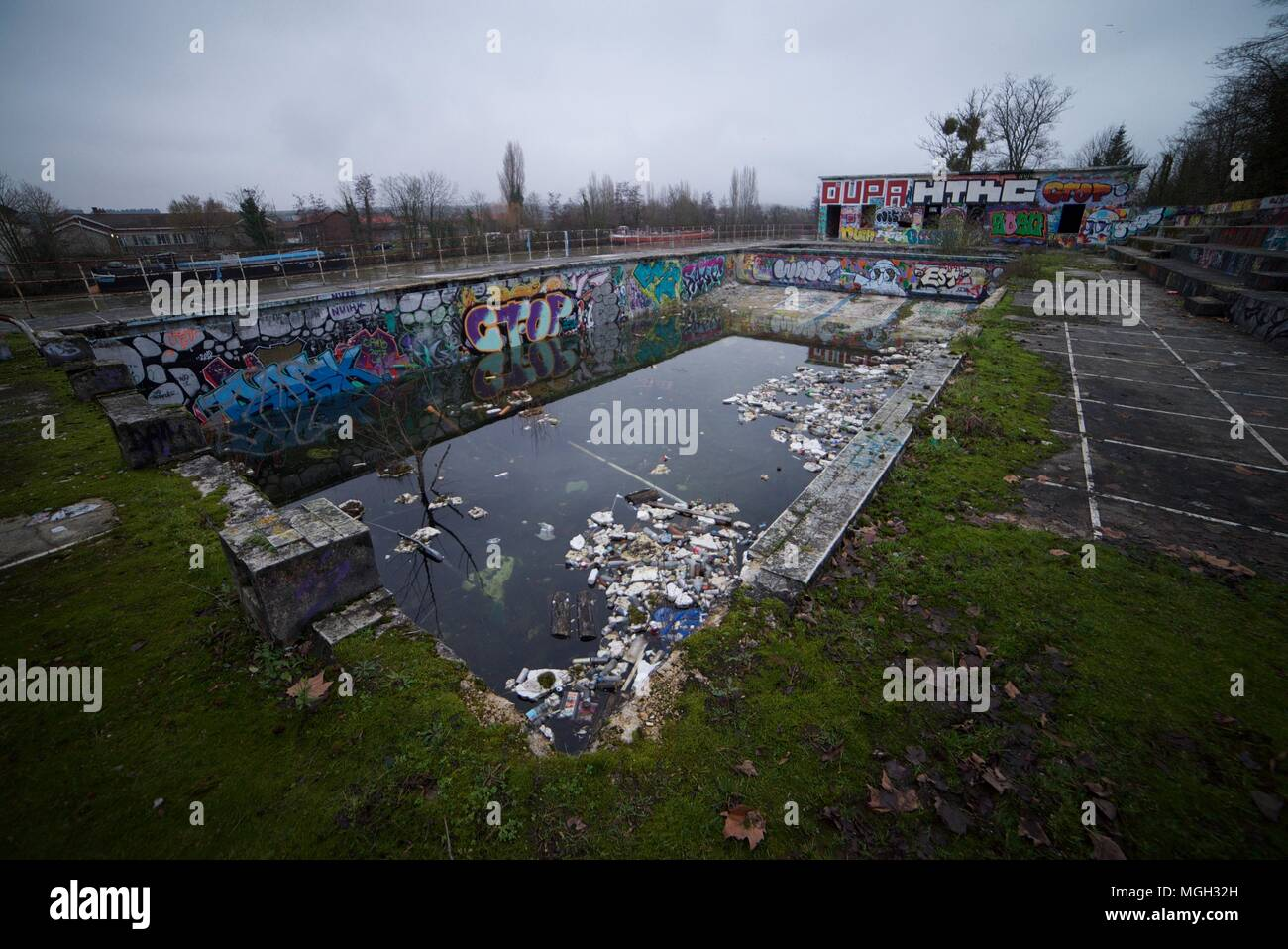 Abandoned Swimming Pools High Resolution Stock Photography And Images Alamy