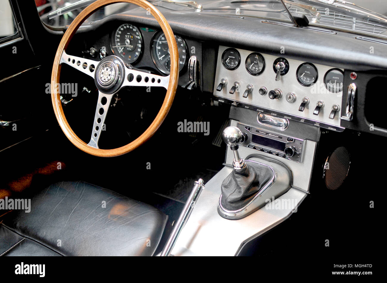 Jaguar Type E Dashboard- Tableau de bord de la Jaguar Type E - Stock Image