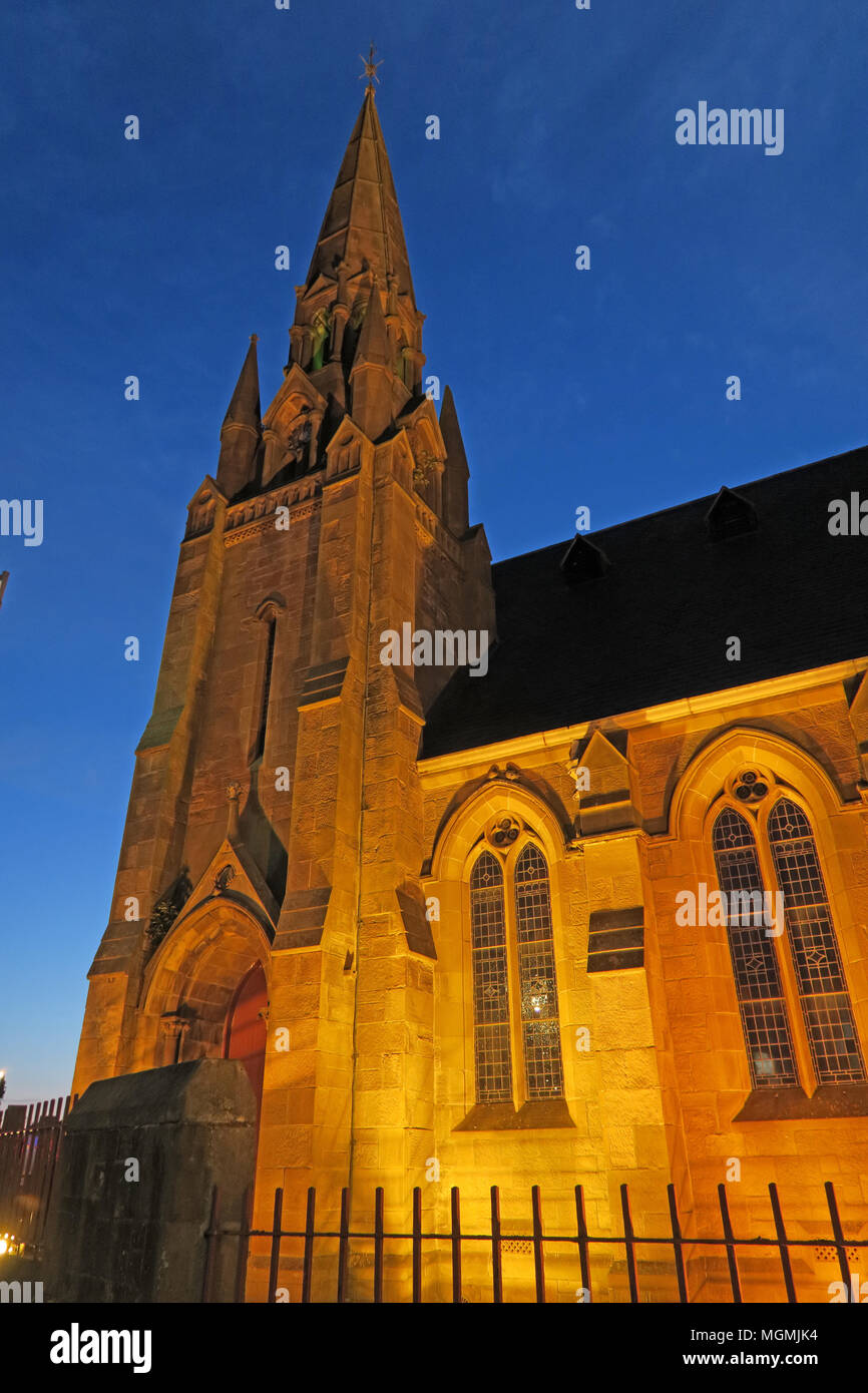 West Parish Church of Scotland, 30 Burnbank Road, West Hamilton, ML3 9AA at night Stock Photo