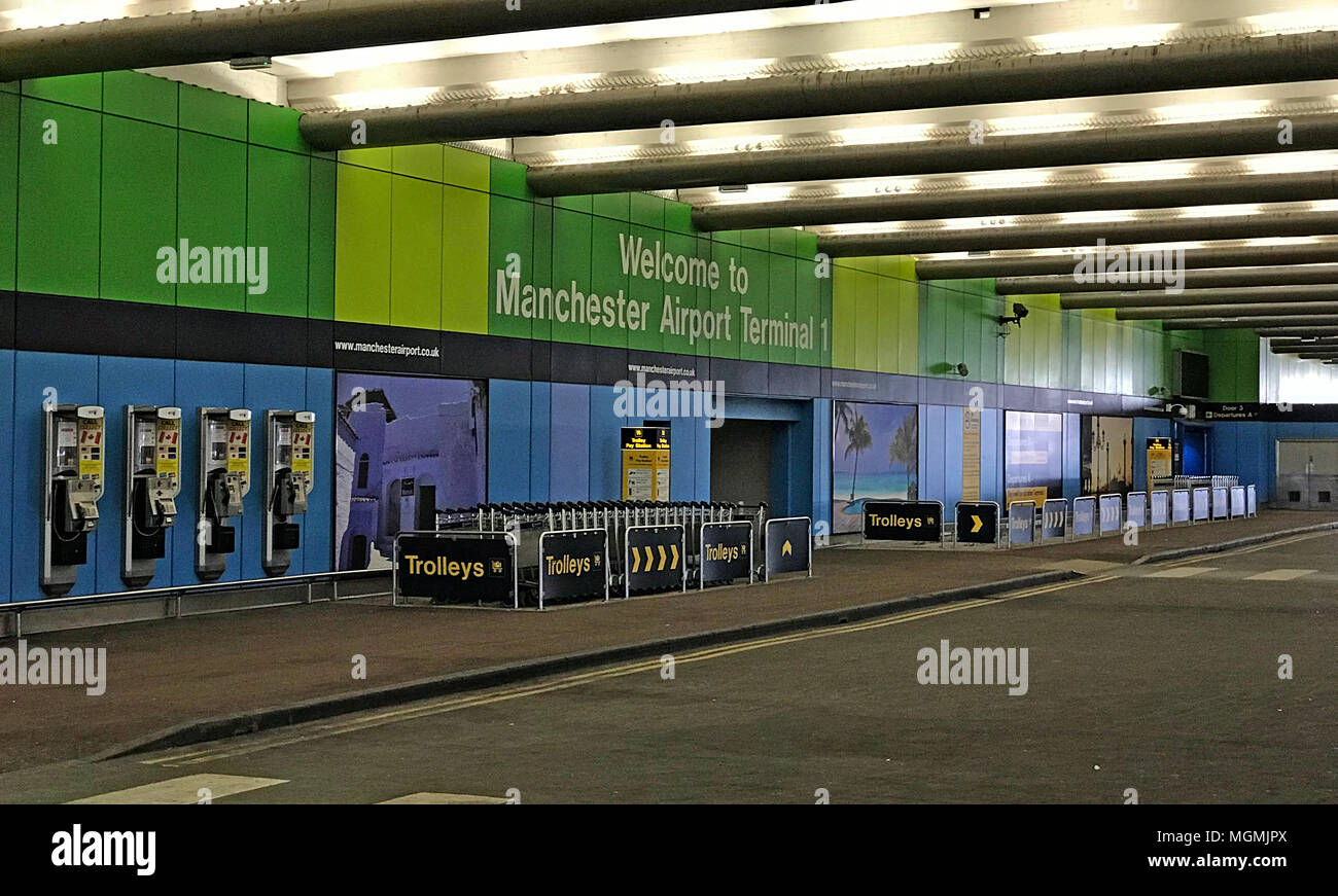 Manchester International Airport Dropoff Zone - Stock Image