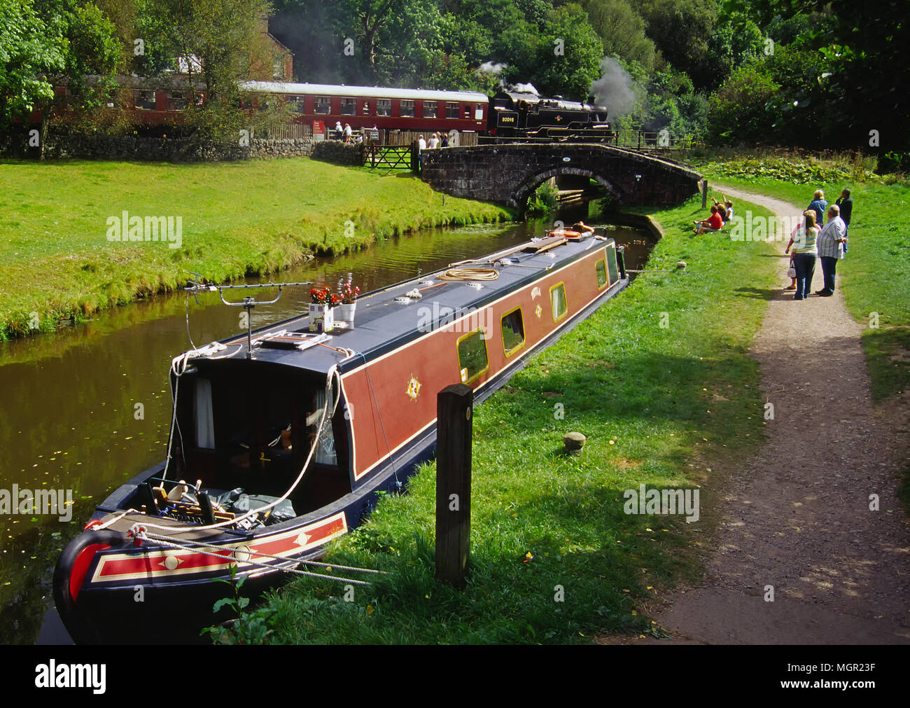 The Black Lion pub and Narrow Boat at Consall - Stock Image