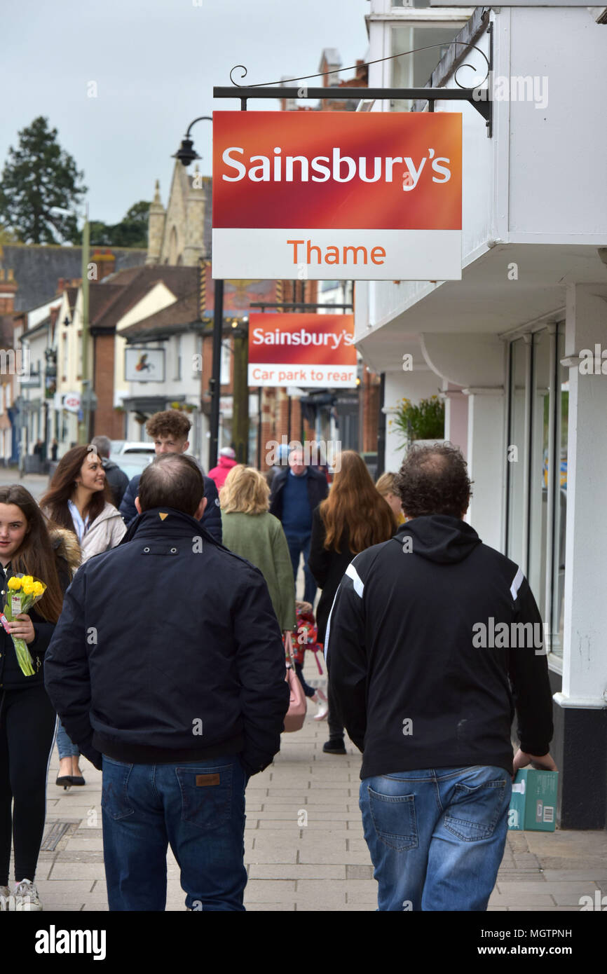 Sainsbury's supermarket in Thame, Oxfordshire - Stock Image