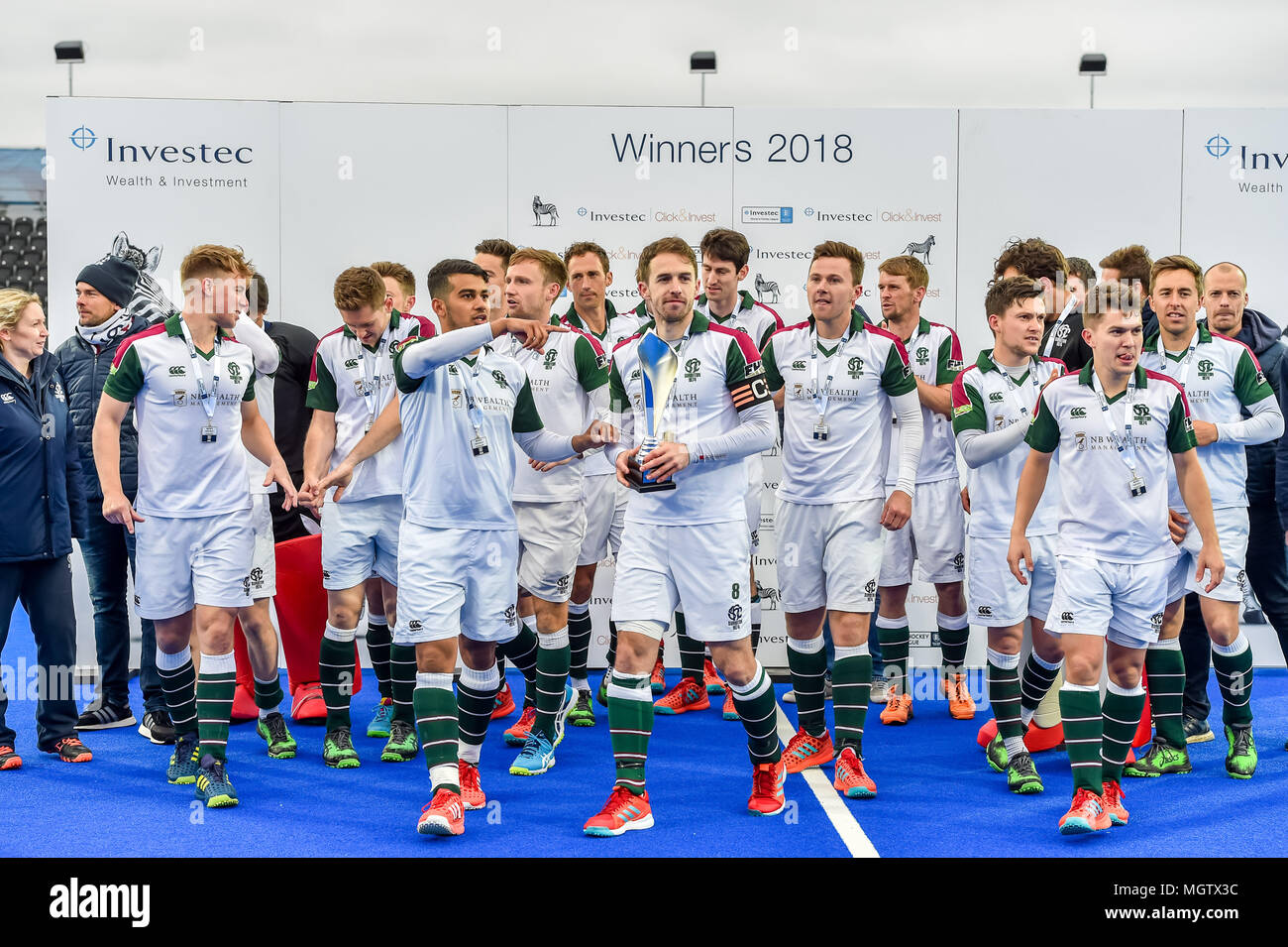 London, UK. 29 April 2018. Surbiton team celebrate after winning the England League during MHL Final between Hampstead & Westminster and Surbiton of the 2018 England Hockey League Final on Sunday, 29 April 2018. London, England. Credit: Taka G Wu Credit: Taka Wu/Alamy Live News - Stock Image