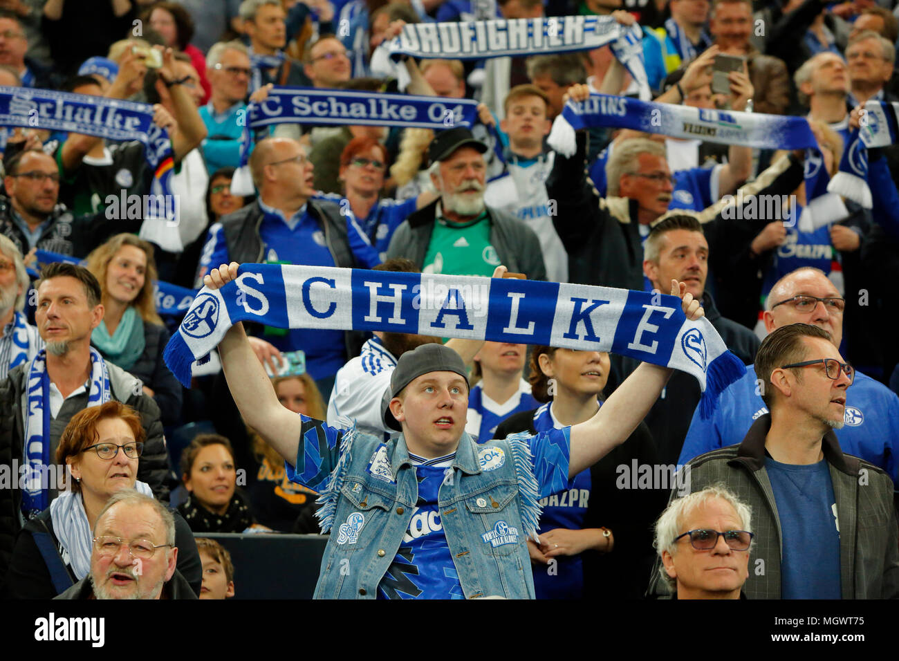 sports, football, Bundesliga, 2017/2018, FC Schalke 04 vs Borussia Moenchengladbach 1:1, Veltins Arena Gelsenkirchen, football fans of Schalke present their club scarfs, visitors, club loyalty - Stock Image