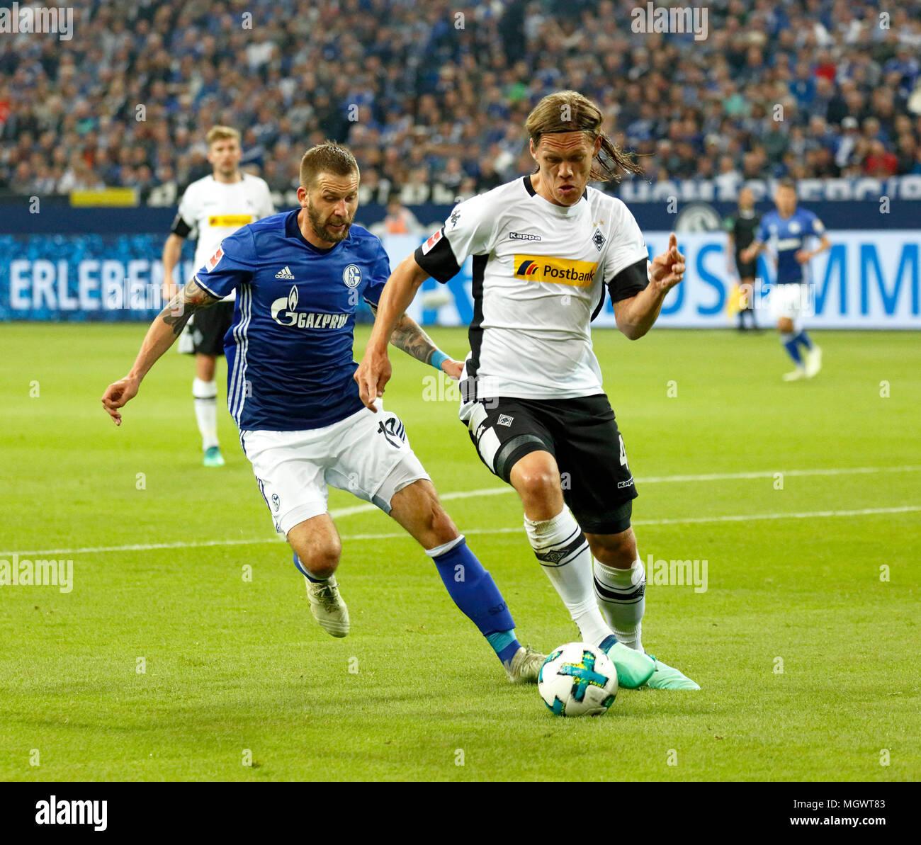 sports, football, Bundesliga, 2017/2018, FC Schalke 04 vs Borussia Moenchengladbach 1:1, Veltins Arena Gelsenkirchen, scene of the match, Jannik Vestergaard (MG) right in ball possession, left Guido Burgstaller (S04) - Stock Image