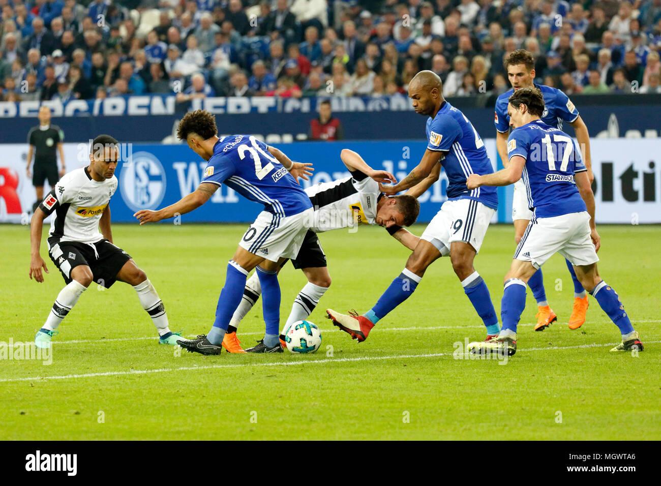 sports, football, Bundesliga, 2017/2018, FC Schalke 04 vs Borussia Moenchengladbach 1:1, Veltins Arena Gelsenkirchen, scene of the match, f.l.t.r. Raffael (MG), Thilo Kehrer (S04), Thorgan Hazard (MG), Naldo (S04), Benjamin Stambouli (S04), Leon Goretzka (S04) - Stock Image