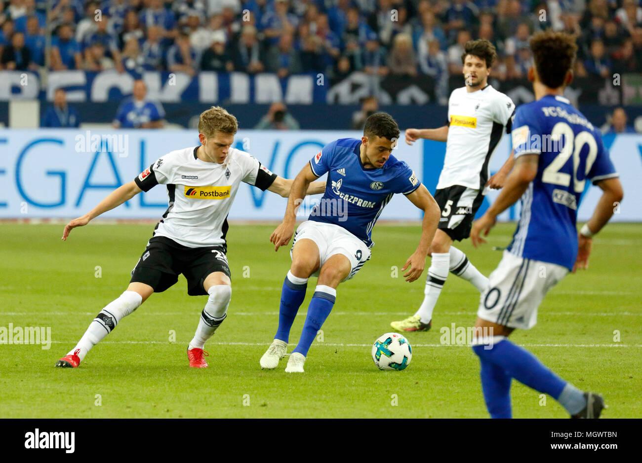sports, football, Bundesliga, 2017/2018, FC Schalke 04 vs Borussia Moenchengladbach 1:1, Veltins Arena Gelsenkirchen, scene of the match, f.l.t.r. Matthias Ginter (MG), Franco Di Santo (S04), Tobias Strobl (MG), Thilo Kehrer (S04) - Stock Image