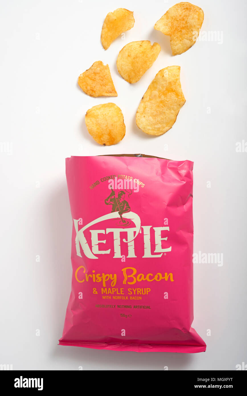 Kettle crispy bacon and maple syrup crisps - Stock Image