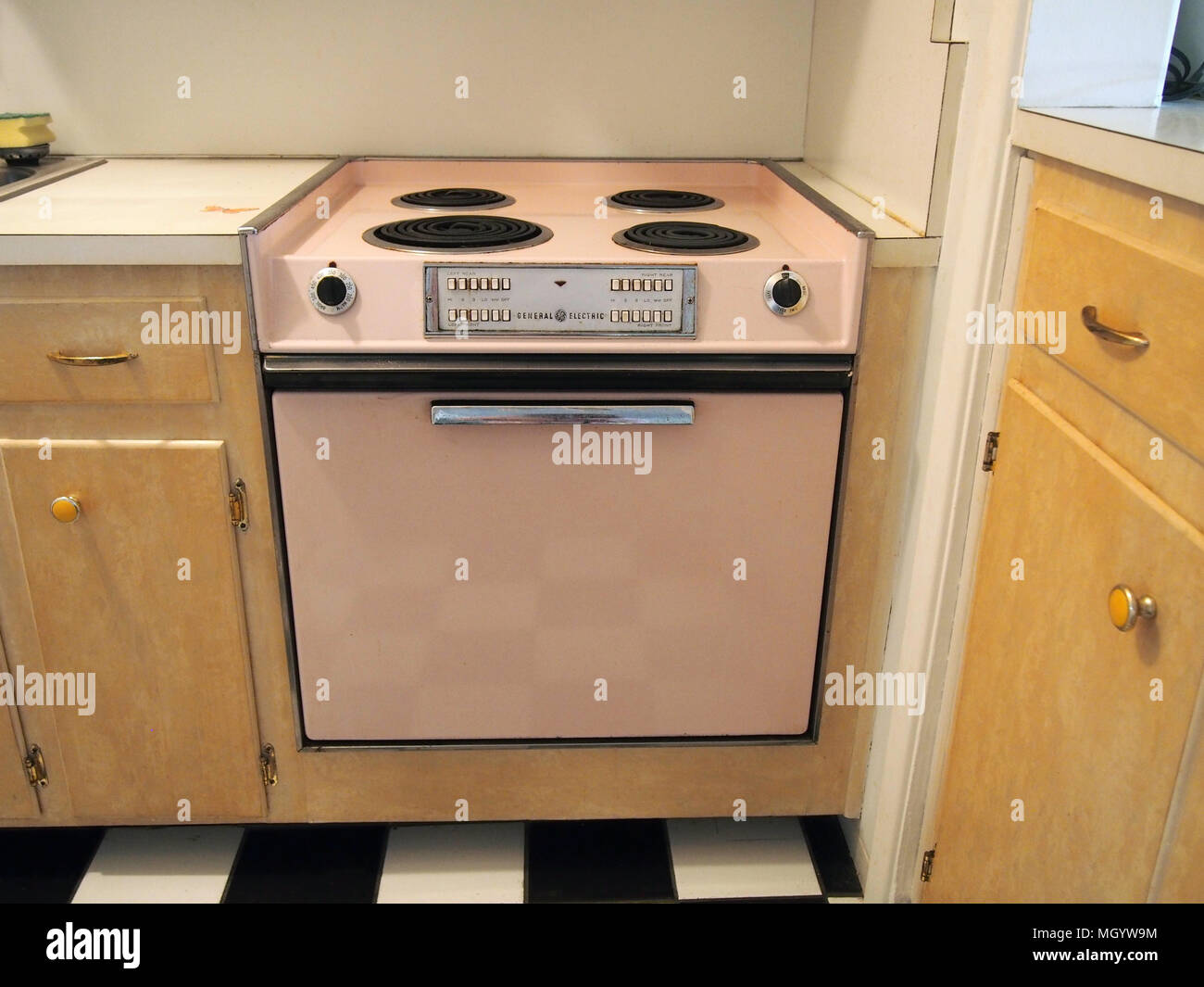 Old Electric Cooker Stock Photos & Old Electric Cooker Stock