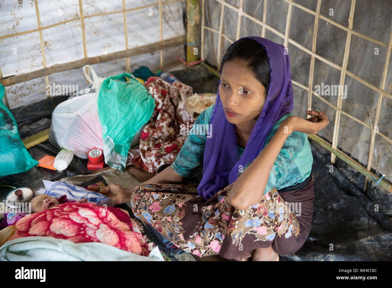 A Rohingya woman and her new born child inside her tent at Balukhali Refugee Camp at Ukhia in Cox's Bazar, Bangladesh - Stock Image