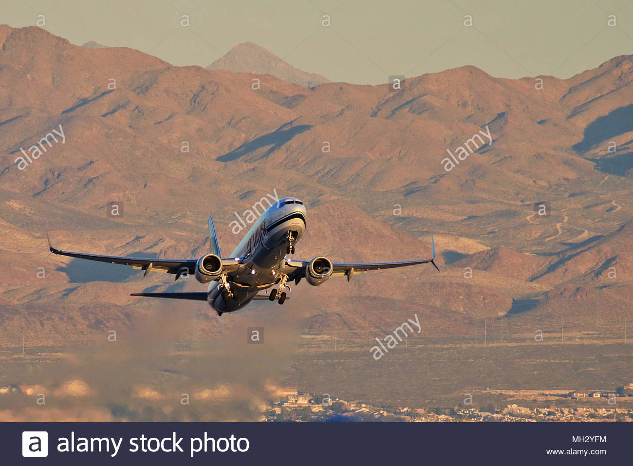 Alaskan Airlines Boeing 737 taking off from the Las Vegas McCarran International Airport with the Sierra Nevada in the background. - Stock Image