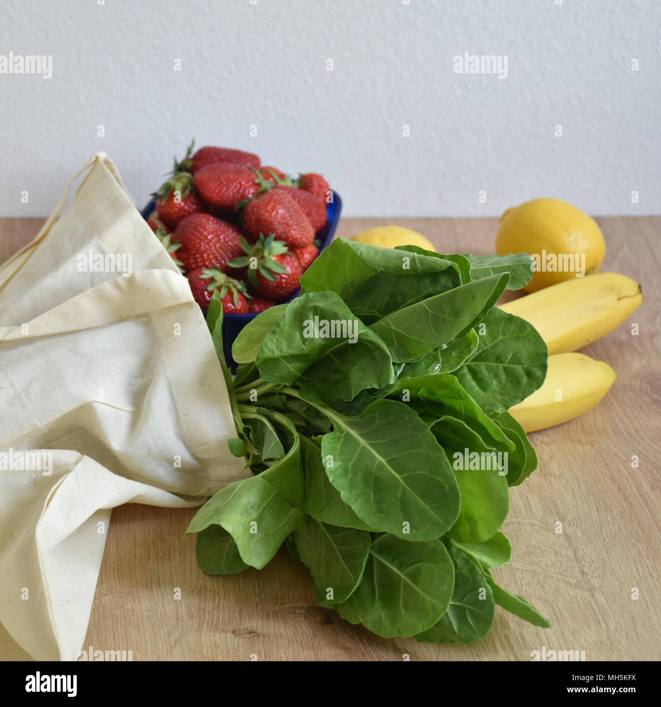 Food in reusable bag - Stock Image