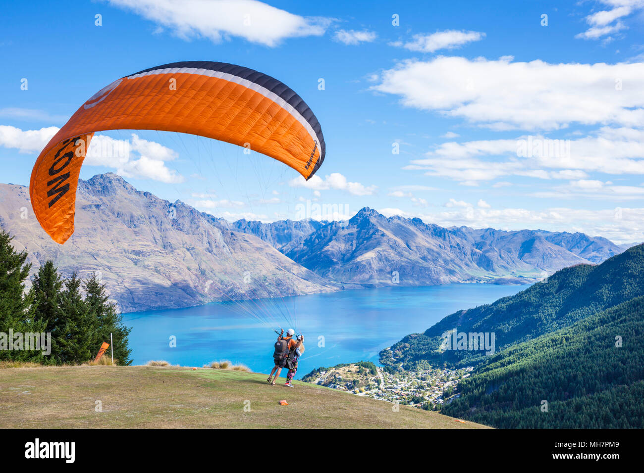 Queenstown South Island new zealand tandem paragliding experience jumping from bob's peak above Lake wakatipu queenstown new zealand south island nz - Stock Image