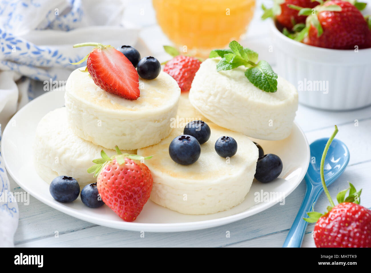 Baked cottage cheese cheesecake or syrniki with berry fruits. Healthy summer dessert. Low calorie dessert. Healthy sweet food. Closeup, selective focu - Stock Image