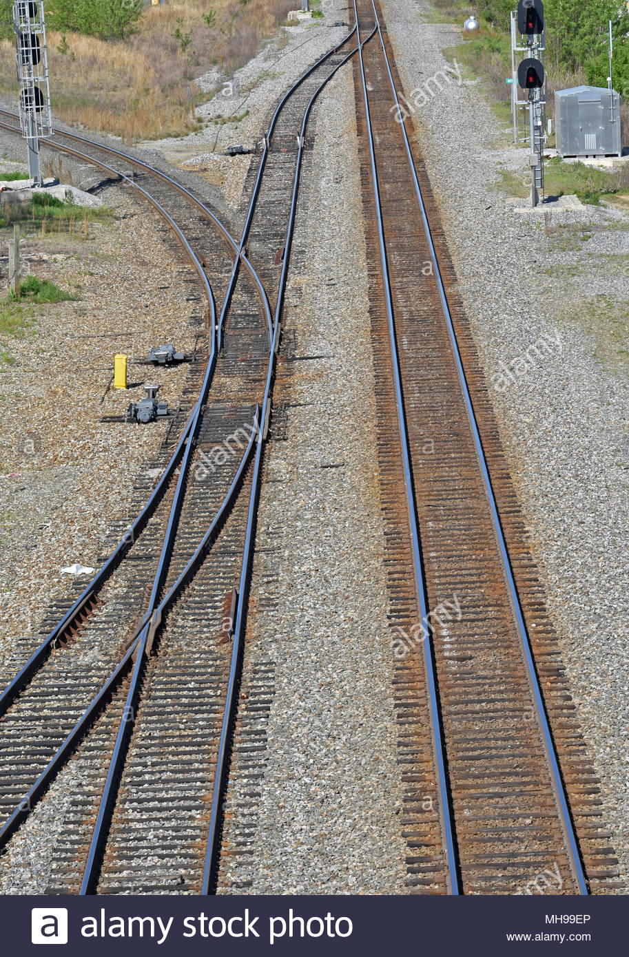 railroad-tracks-siding-and-switch-MH99EP