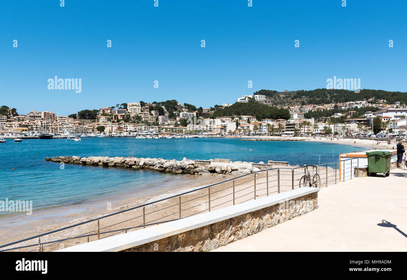 Port de Soller, Mallorca, Balearic Island, Spain. 2018. The seafront and harbour at Port de Soller a popular holiday resort in Mallorca. Stock Photo