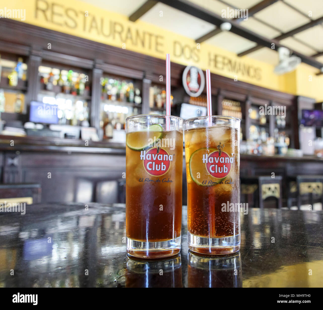 Cuba libre cocktails served at the historic Restaurante dos Hermanos bar in Havana, Cuba. - Stock Image