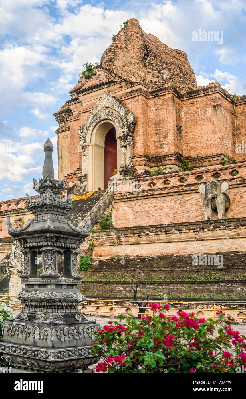Ancient Stupa of Wat Chedi Luang, Chiang Mai, Northern Thailand | Stupa im Wat Chedi Luang, Chiang  Mai, Nordtailand - Stock Image