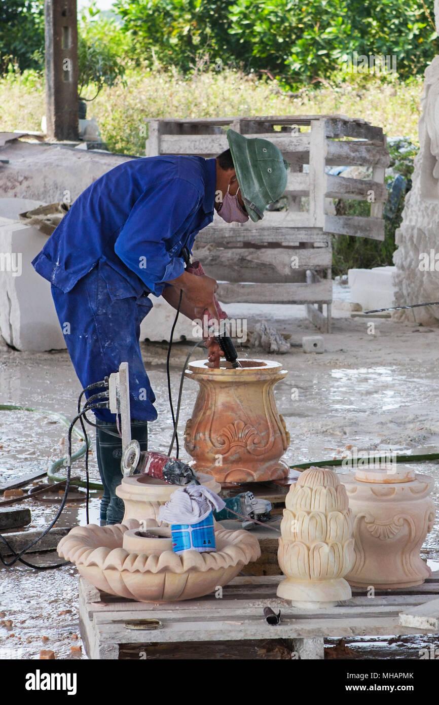 Craftsman working, Hong Ngoc handicraft centre, Sao Do, Chi Linh, Hai Dong, Viet Nam - Stock Image