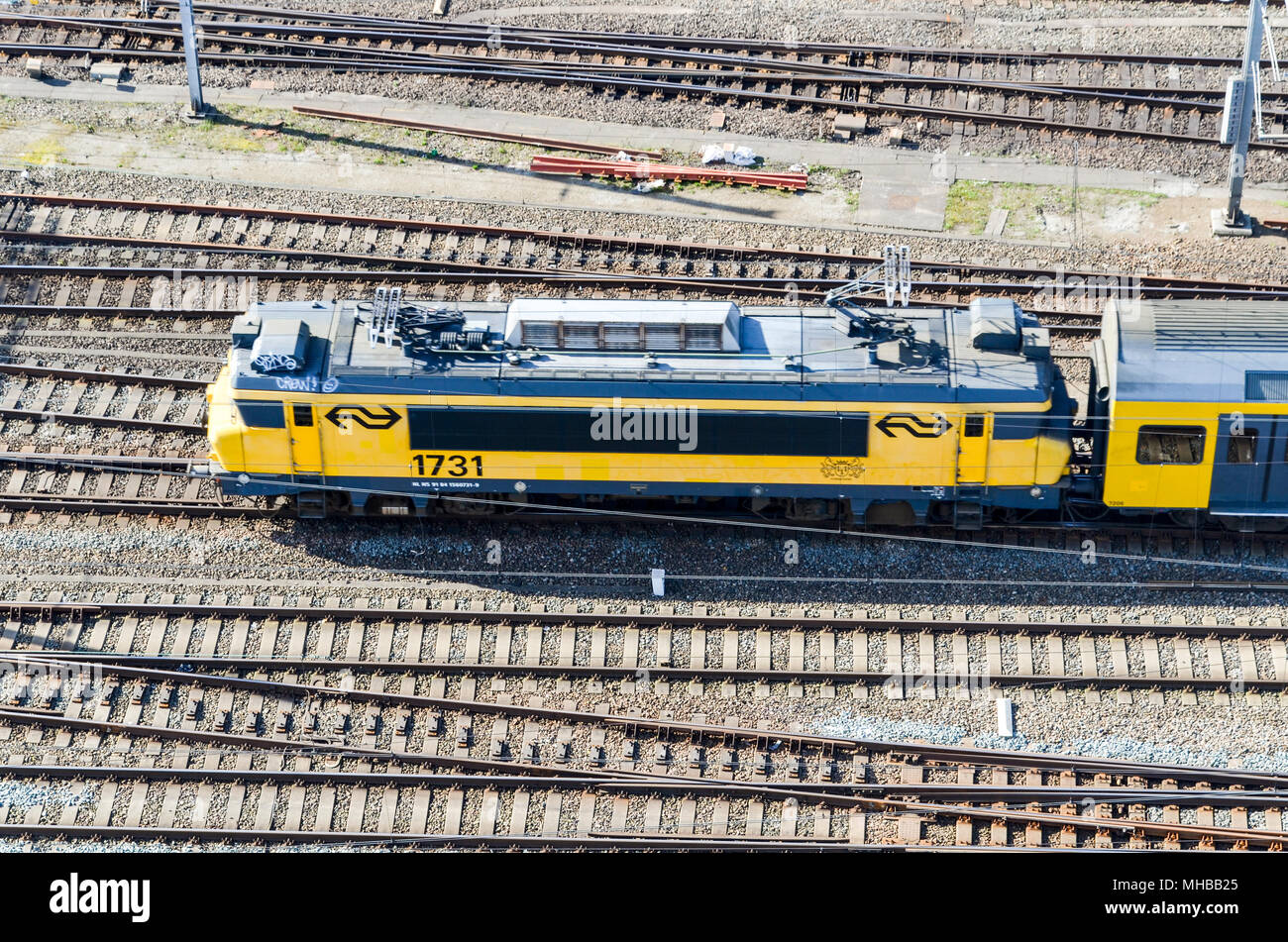 Aerial view of a NS locomotive in Centraal Station, Amsterdam, Netherlands - Stock Image