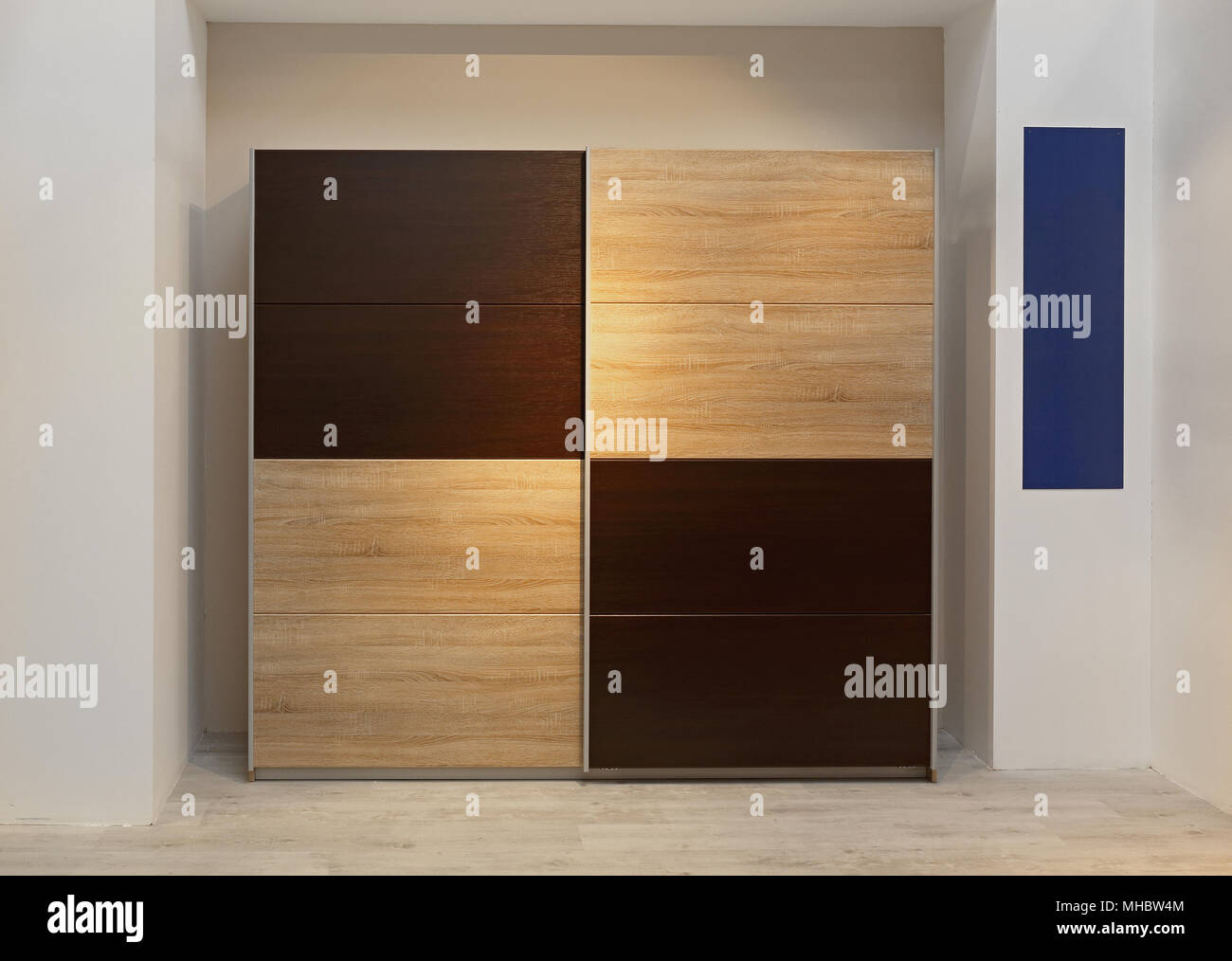 Superieur Big Closet Wardrobe With Wooden Doors In Bedroom