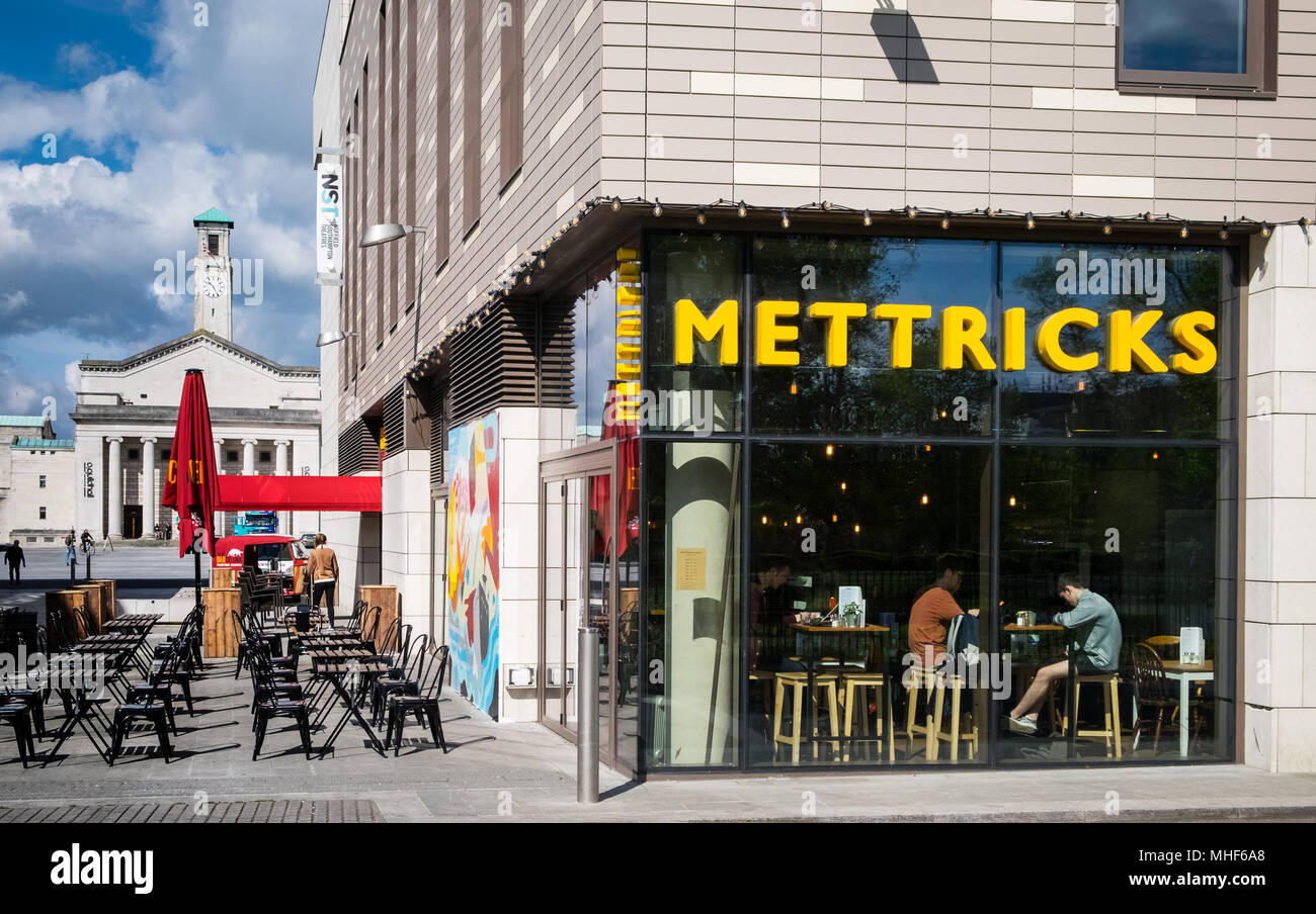 Mettricks coffee shop in Guildhall Square Southampton - Stock Image
