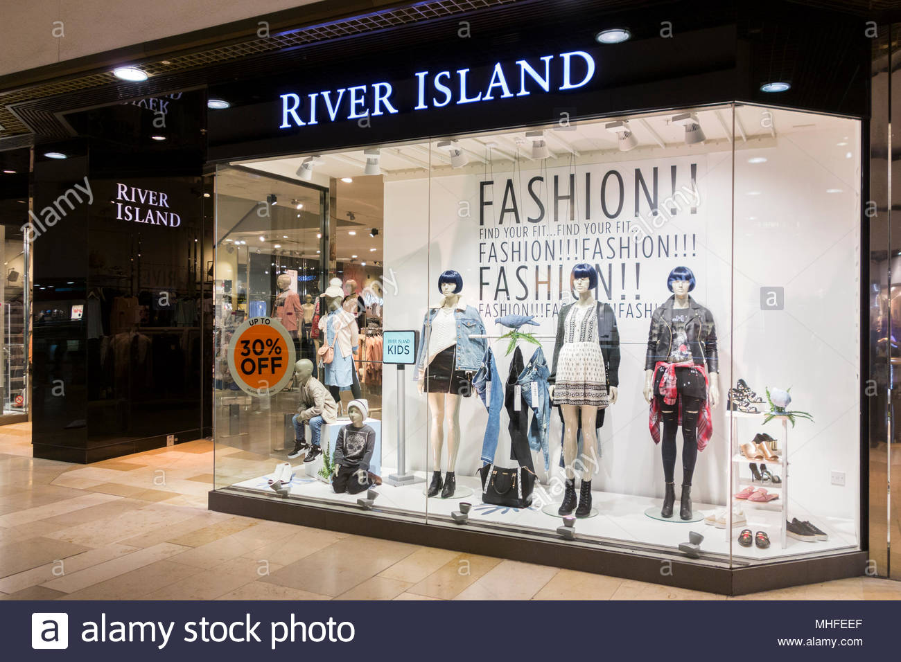 River Island retail store in Queensgate Shopping Centre, Peterborough, UK Stock Photo