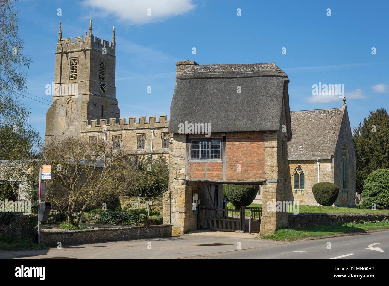 England, Warwickshire, Long Compton church & Lych gate - Stock Image