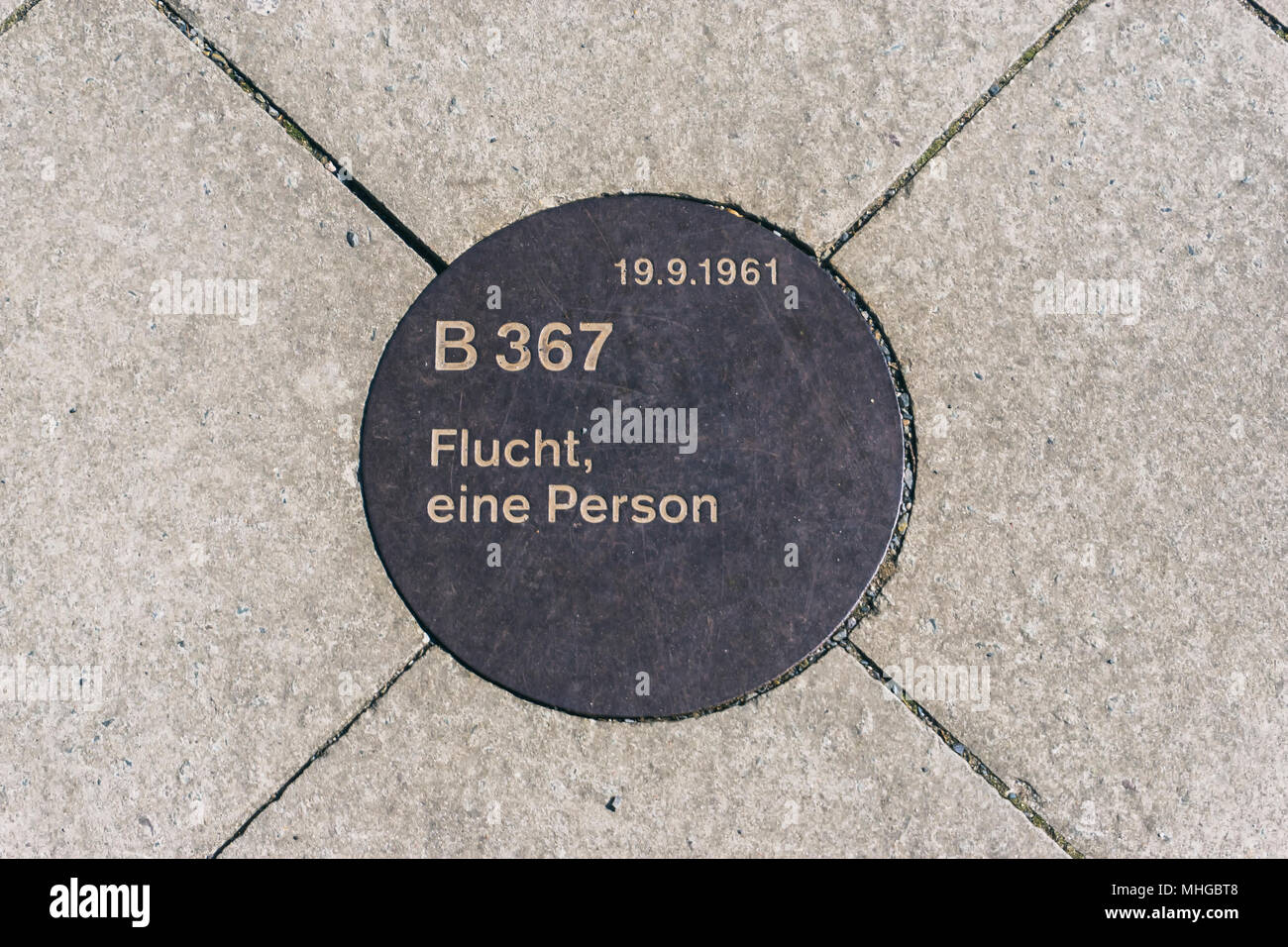 Commemorative plaque of Berlin Wall remembering an escape in 1961 - Stock Image