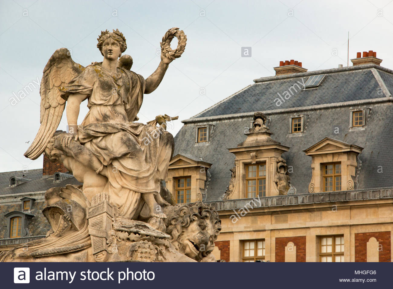 Statue framing the entrance porch of the Palace of Versailles - Stock Image