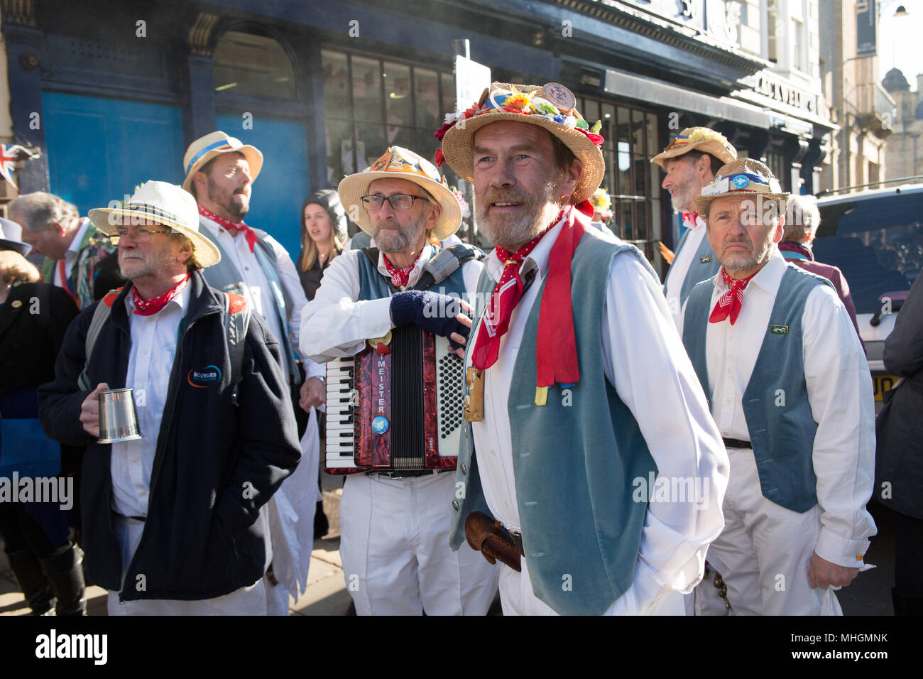 Oxford, UK 1st May, 2018. Thousands gather to hear the choir in Magdalen Tower at early morning to start the annual celebration. With the pubs and restaurant open in the early hours of the morning. Revellers often stay out all night from Balls in colleges. Credit: © Pete Lusabia/Alamy Live News - Stock Image