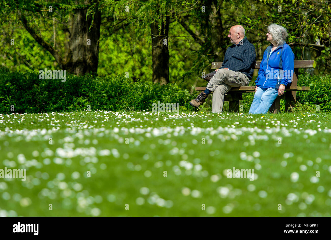 Moses Gate Country Park, Bolton. 1st May, 2018. UK Weather: A beautiful sunny May Day as temperatures begin to rise in Bolton ahead of the bank holiday weekend. A couple take a break in the sunshine at Moses Gate Country Park, Bolton. Picture by Paul Heyes, Monday May 1st, 2018. Credit: Paul Heyes/Alamy Live News - Stock Image