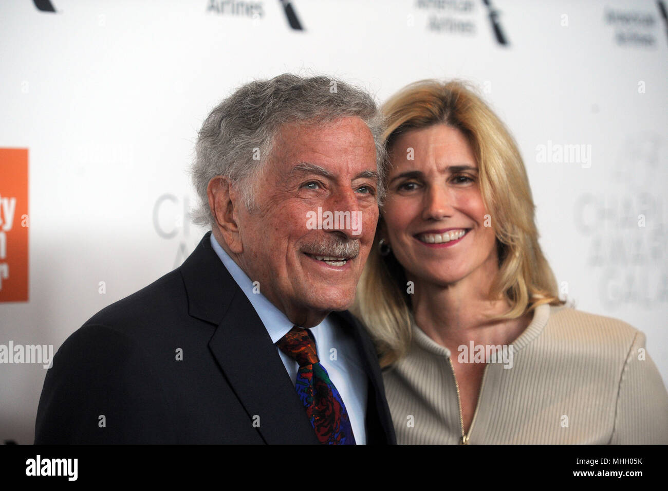 NEW YORK, NY - APRIL 30: Tony Bennett, Susan Crow  attends the 45th Chaplin Award Gala honoring Helen Mirren at Alice Tully Hall on April 30, 2018 in New York City.   People:  Tony Bennett, Susan Crow - Stock Image