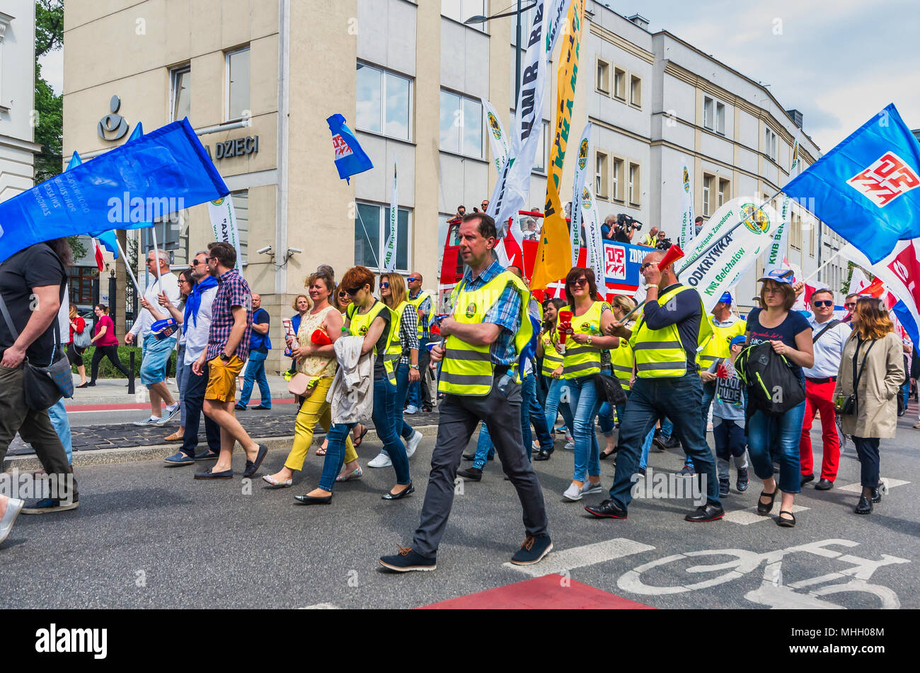Warsaw, Poland. 1st May, 2018. People attend the May Day demonstration organised by working people, their trade unions and left-wing political parties to mark the International Workers' Day. Credit: dario photography/Alamy Live News - Stock Image