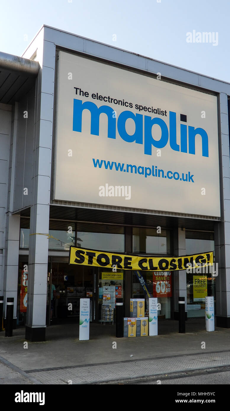 Reading, United Kingdom - April 21 2018:   Maplin Store front at Brunel Retail Park in Reading with store closing banners after the business failed in - Stock Image