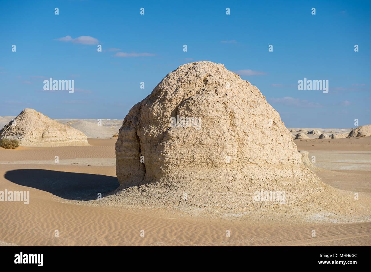 White desert formations at the white desert in Egypt - Stock Image