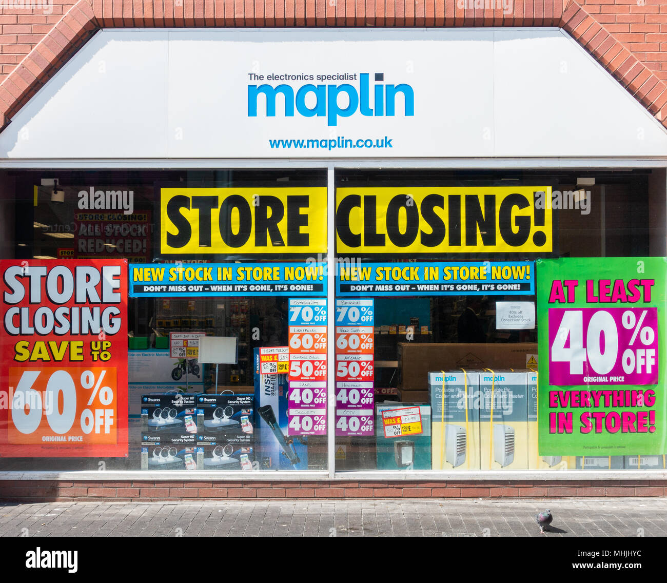 Closing down sign in Maplin store window in Middlesbrough, England. UK - Stock Image
