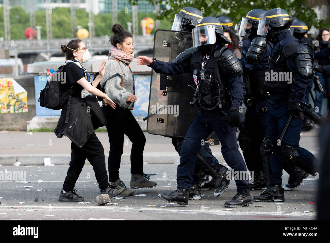 Paris, France. 1st May 2018. Workers Day manifestation. Two females challenge police during the May Day resistance as the police try to clear the area after rioting. 1st May 2018. Paris, France. Credit: Paul Roberts/Alamy Live News - Stock Image