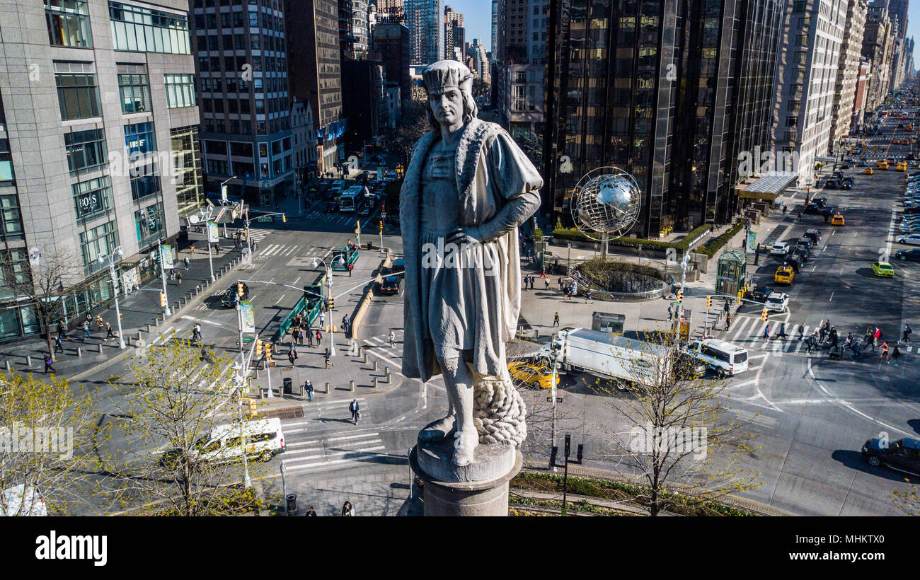 Statue of Christopher Columbus by Gaetano Russo in the middle of Columbus Circle, Manhattan, New York City Stock Photo