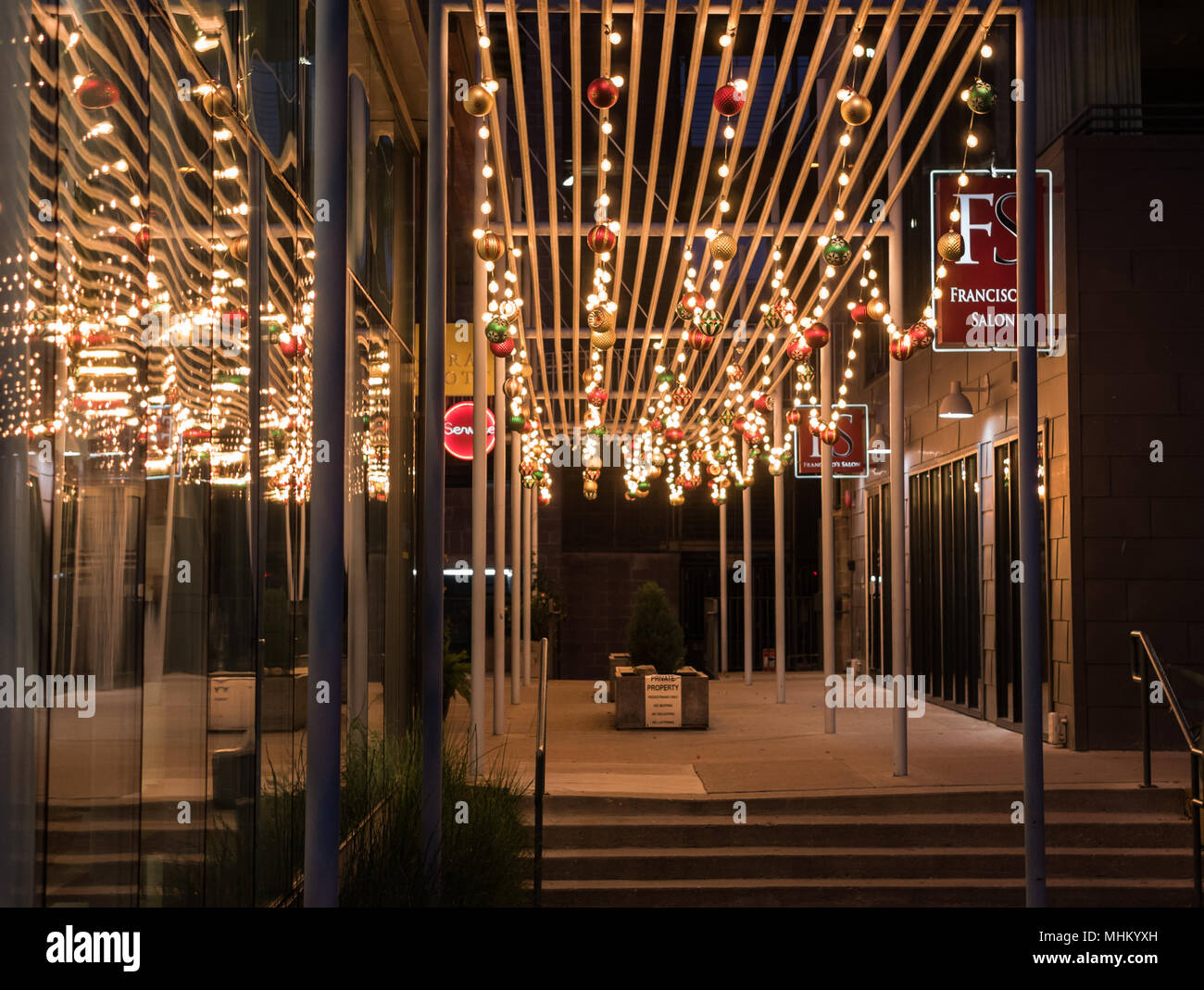 AUSTIN, TEXAS   DECEMBER 31, 2017: Holiday Decorations Light Up The Small  Walk Way Next To Franciscou0027s Salon Located On Congress Ave.