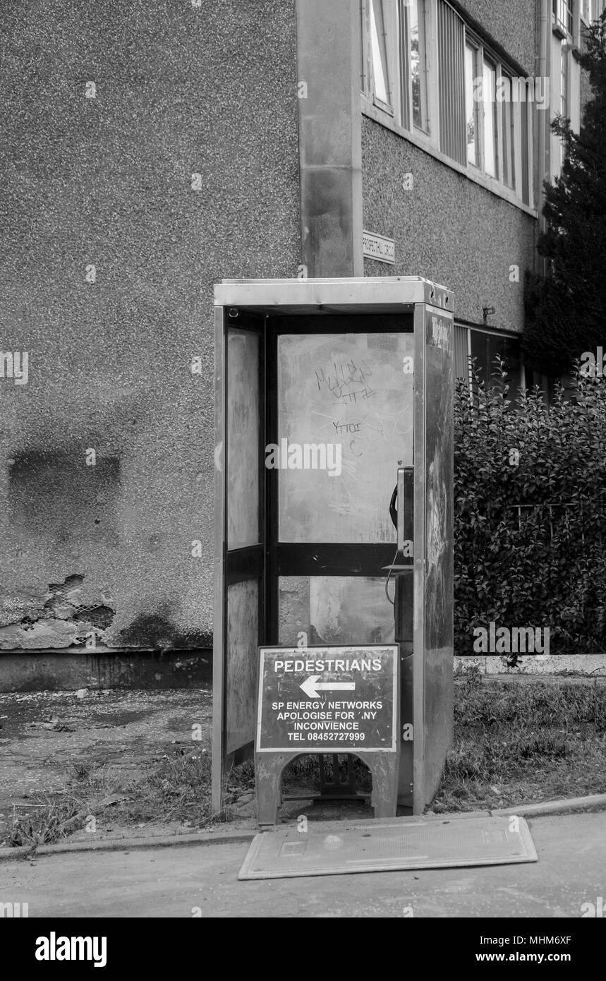 GLASGOW, SCOTLAND - OCTOBER 11th 2015: A black and white photograph of an old public telephone box in the Prospecthill circus area. - Stock Image