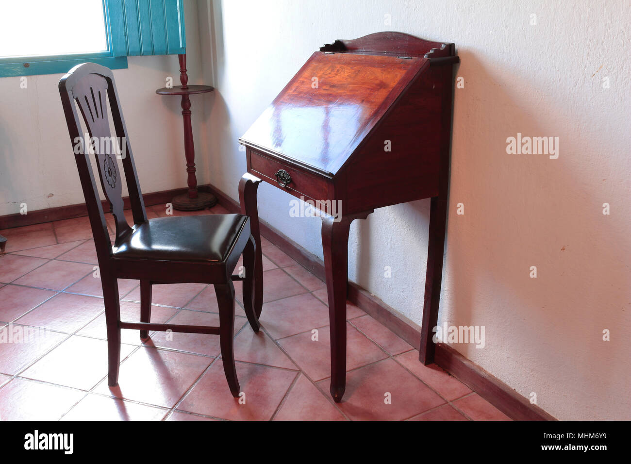 Old letter writing table desk - Stock Image