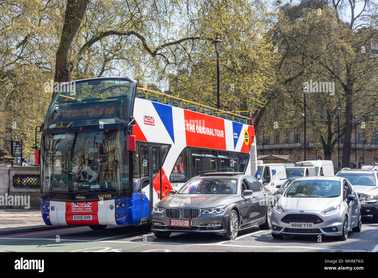 Traffic waiting at traffic lights, Buckingham Palace Road, Victoria, City of Westminster, Greater London, England, United Kingdom - Stock Image