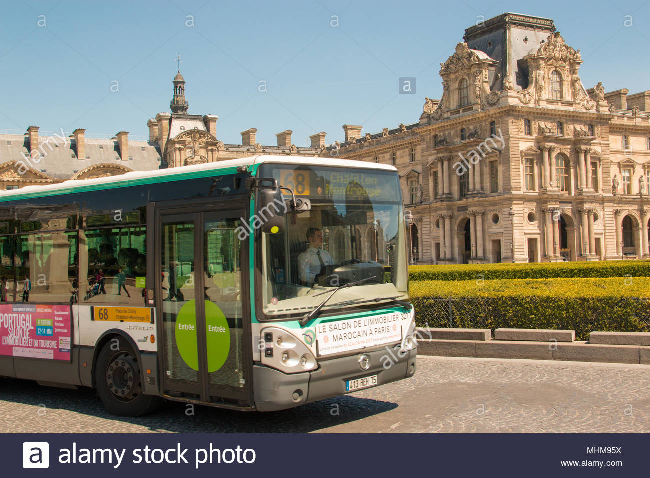 france paris tourist bus stock photos france paris tourist bus stock images alamy. Black Bedroom Furniture Sets. Home Design Ideas