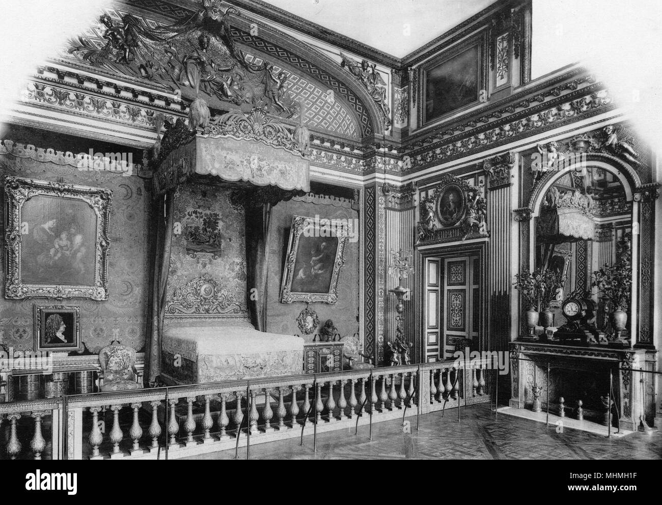 Interior of the Palace of Versailles : Louis XIV's chamber.       Date: circa 1904 - Stock Image