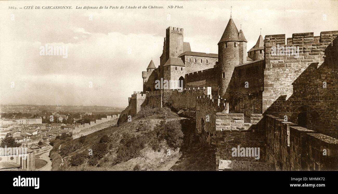 Carcassonne: the battlements       Date: circa 1910 - Stock Image