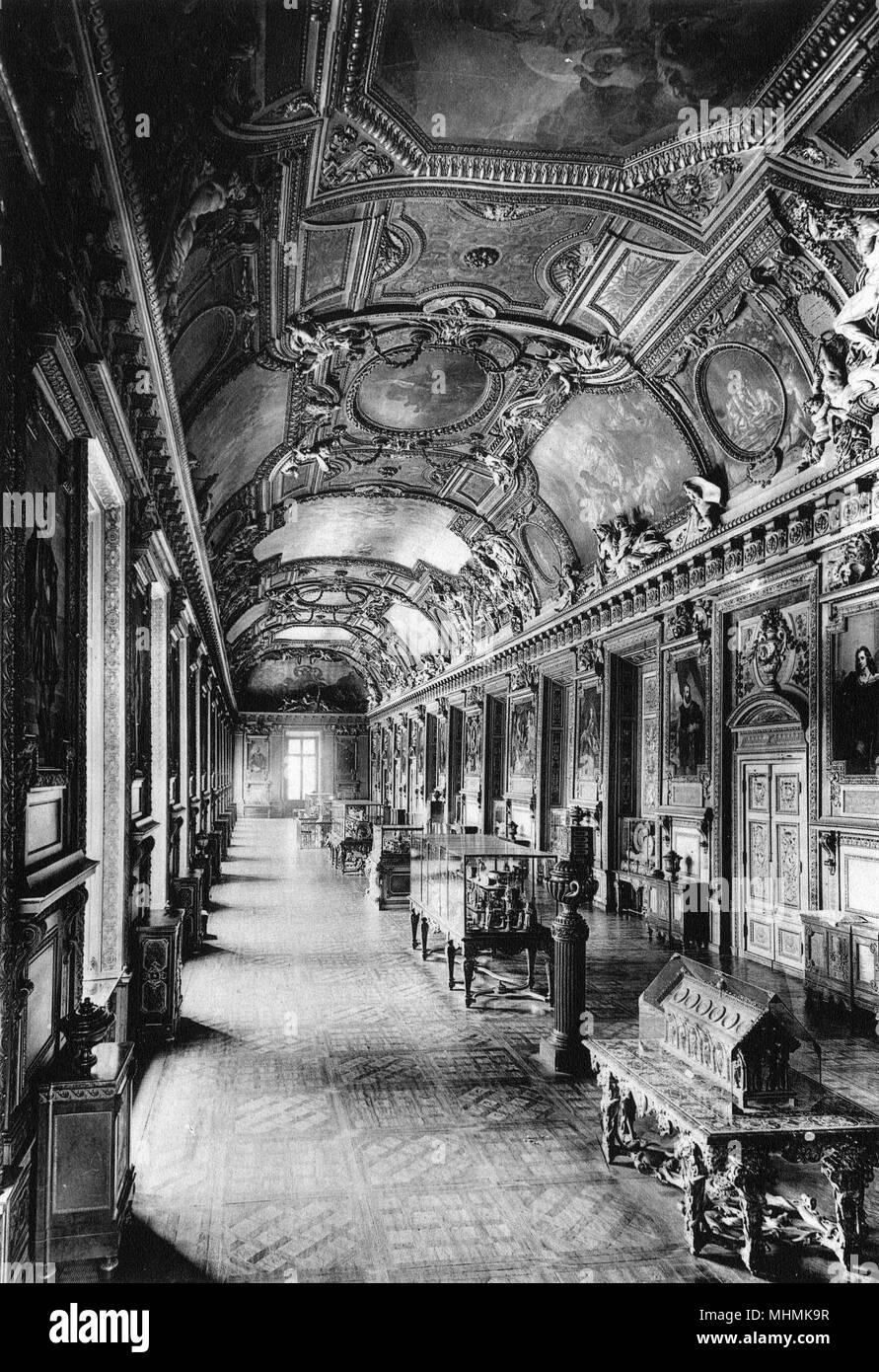 Le Louvre: interior view, Galerie d'Apollon      Date: circa 1900 - Stock Image
