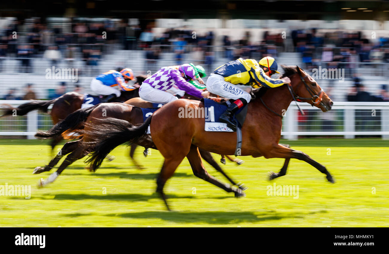 Getchagetchagetcha ridden by Adam Kirby (nearside) comes home to win The Sodexo Conditions Stakes at Ascot Races. - Stock Image