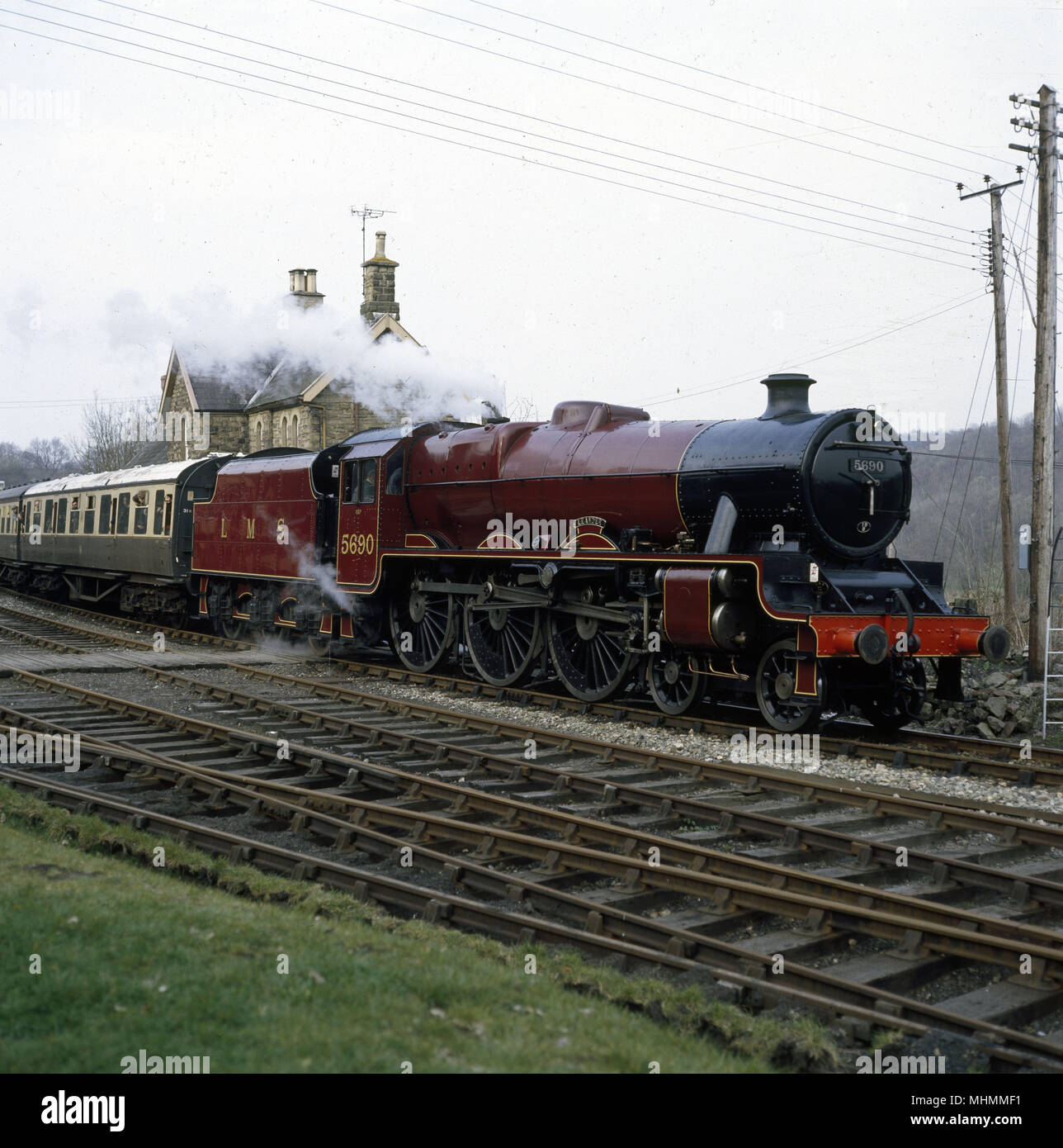 A steam locomotive engine (L.M.S. 5690 'Leander') pulling out of Highley Station (going to Bewdley), Severn Valley Railway, England.      Date: 1982 - Stock Image