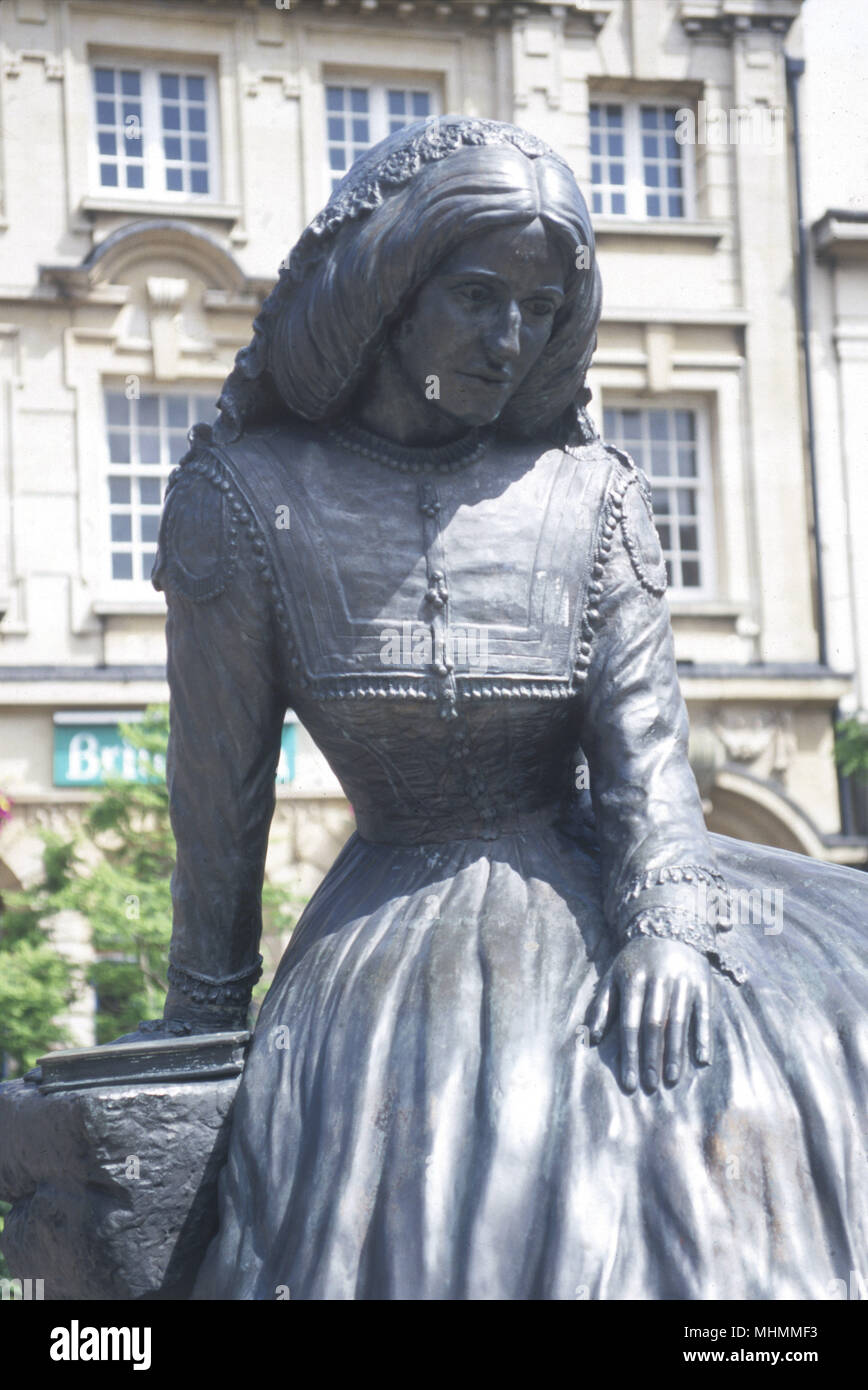 GEORGE ELIOT. Statue of the English author (born Mary Ann Evans) at Nuneaton, Warwickshire, England.      Date: 1819 - 1880 - Stock Image